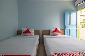 OYO 2775 Rf Homestay Makassar - Deluxe Twin Room Regular Plan