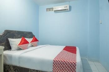 OYO 2775 Rf Homestay Makassar - Standard Double Room Regular Plan