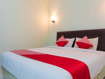 OYO 1682 Greenia Hotel Kupang - Standard Family Room Big Deals