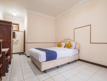 SPOT ON 2341 Hotel Padjajaran 2 Tasikmalaya - Standard Double Room Early Bird Deal