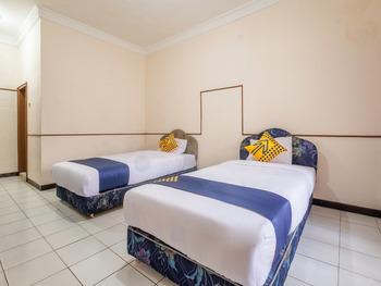SPOT ON 2341 Hotel Padjajaran 2 Tasikmalaya - Standard Twin Room Last Minute Deal