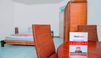 RedDoorz @Jalan Bangka Jakarta - Reddoorz Room with Breakfast Regular Plan