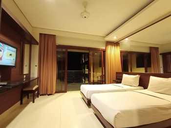 Hotel Bintang Tawangmangu - Deluxe AC Room Only Regular Plan