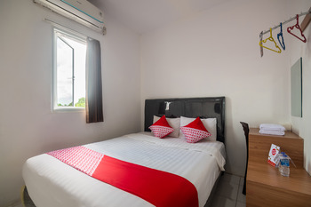OYO 3729 Cattail Guest House Pontianak - Standard Double Room Promotion