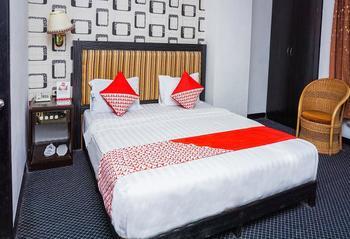 OYO 403 Flaminggo Halal Padang Panjang - Deluxe Double Room Regular Plan