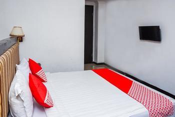 OYO 403 Flaminggo Halal Padang Panjang - Standard Double Room Regular Plan