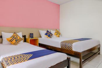 SPOT ON 2999 Hotel Arizon Magetan - SPOT ON Triple Regular Plan
