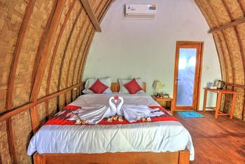 Kira Cottages Bali - Deluxe Double Room with Garden View SCTV
