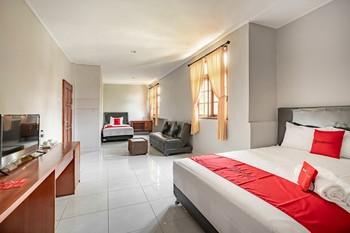 RedDoorz Syariah near Puri Agung Denpasar Bali - RedDoorz Family Room Regular Plan