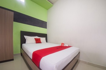 RedDoorz Syariah near Universitas Negeri Gorontalo Kota Gorontalo - RedDoorz Room Regular Plan