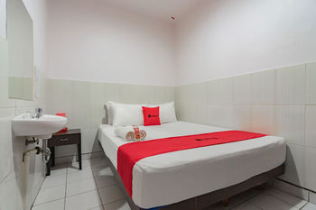 RedDoorz @ Komplek Pontianak Mall Pontianak - RedDoorz Room Best Deal