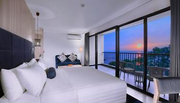 Aston Anyer - Suite Room with Breakfast Regular Plan