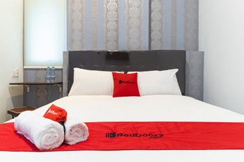 RedDoorz near Centre Point Mall Medan 2 Medan - RedDoorz Room with Breakfast Regular Plan