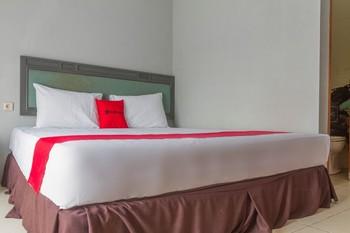 RedDoorz Plus @ Otista Garut Garut - RedDoorz Deluxe Room with Breakfast LM 5%