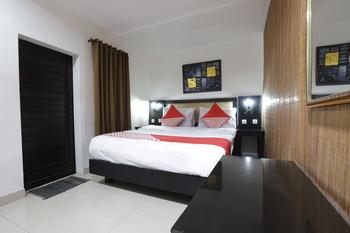 OYO 161 DC Hotel Utan Kayu Jakarta - Deluxe Double Room Regular Plan