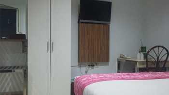 Queen City Hotel Banjarmasin - Standard King Room Only Regular Plan