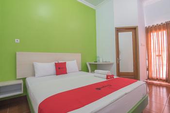 RedDoorz Plus near Alun Alun Kuningan Kuningan - RedDoorz Room 24 Hours Deal