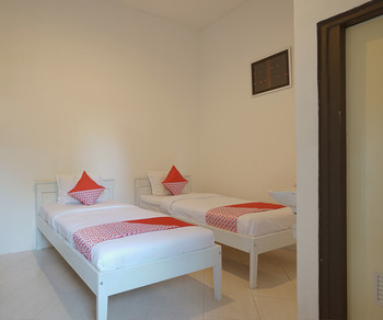 OYO 967 Cajoma Guesthouse Manggarai Barat - Standard Twin Room Regular Plan