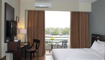 Hotel Santika TMII Jakarta - Superior Room Twin with Terrace Regular Plan