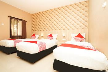 OYO 903 Kampoeng Kita Hotel Probolinggo - Suite Triple Regular Plan