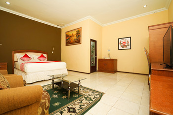OYO 903 Kampoeng Kita Hotel Probolinggo - Suite Double Regular Plan