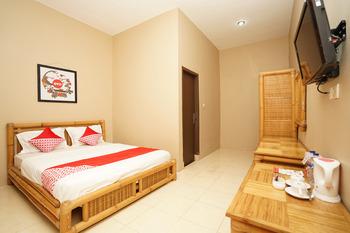 OYO 903 Kampoeng Kita Hotel Probolinggo - Deluxe Double Room Regular Plan