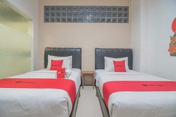 RedDoorz near Pasundan University 2 Bandung - RedDoorz Twin Room 24 Hours Deal