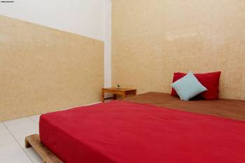 Arjuna 31 Homestay Yogyakarta -  Standard Double Room with Shared Bathroom Regular Plan