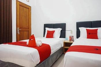 RedDoorz @ Jalan Danau Limboto Malang - RedDoorz Twin Room with Breakfast Regular Plan