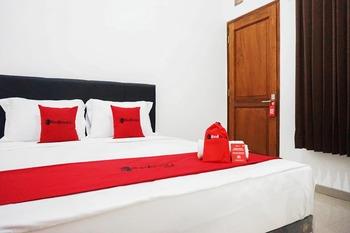 RedDoorz @ Jalan Danau Limboto Malang - RedDoorz Room with Breakfast Regular Plan