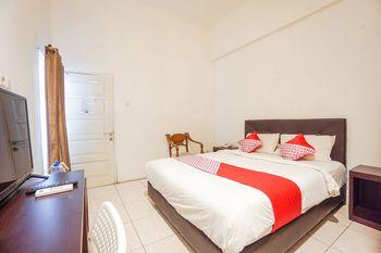 OYO 1224 The White House Hotel Manado - Standard Double Room Regular Plan