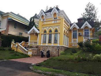 Cipanas Puncak Villa