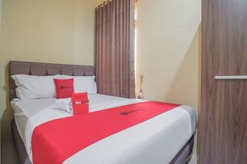 RedDoorz Plus near Syamsudin Noor Airport 3 Banjarbaru - RedDoorz Deluxe Room with Breakfast Long Stays 3D2N