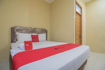 RedDoorz Plus near Syamsudin Noor Airport 3 Banjarbaru - RedDoorz Room Long Stays 3D2N