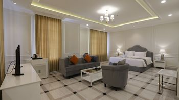 Grand Senyum Hotel Tugu Yogyakarta Yogyakarta - Grand Executive Double - with Breakfast Promo Safecation
