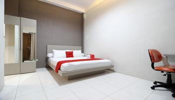 RedDoorz Plus near UPN Jogjakarta 2 Yogyakarta - RedDoorz Room with Breakfast 24 Hours Deal