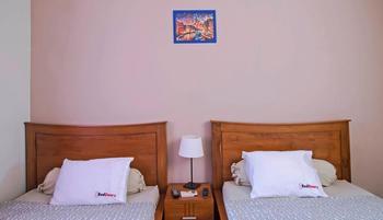 RedDoorz @Tebet Jakarta - Reddoorz Twin Room Regular Plan