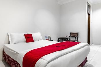 RedDoorz Plus @ Gunungsari Surabaya Surabaya - RedDoorz Premium Room Regular Plan
