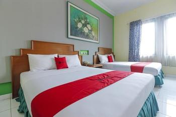 RedDoorz Plus near Alun Alun Kejaksan Cirebon Cirebon - RedDoorz Family Room 24 Hours Deal