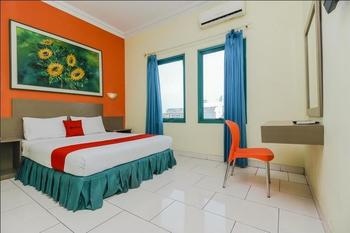 RedDoorz Plus near Alun Alun Kejaksan Cirebon Cirebon - RedDoorz Premium Room Regular Plan