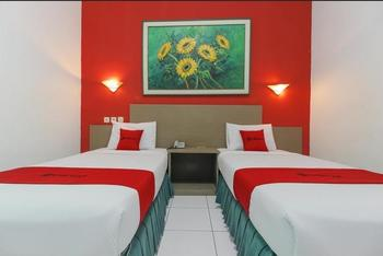 RedDoorz Plus near Alun Alun Kejaksan Cirebon Cirebon - RedDoorz Twin Room with Breakfast Regular Plan