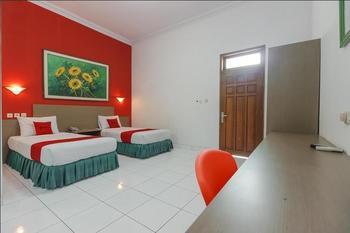 RedDoorz Plus near Alun Alun Kejaksan Cirebon Cirebon - RedDoorz Family Room with Breakfast Regular Plan