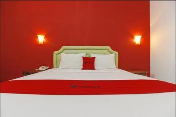 RedDoorz Plus near Alun Alun Kejaksan Cirebon Cirebon - RedDoorz Room with Breakfast Regular Plan