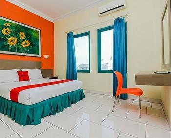 RedDoorz Plus near Alun Alun Kejaksan Cirebon Cirebon - RedDoorz SALE 99k Regular Plan
