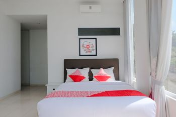 OYO 1194 Villa Bukit Panderman Residence Malang - Suite Double Regular Plan