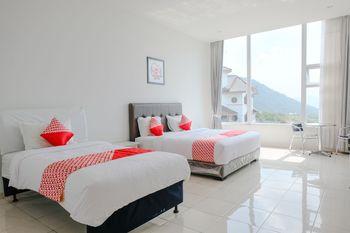 OYO 1194 Villa Bukit Panderman Residence Malang - Suite Triple Regular Plan