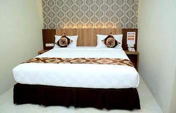D'Hotel Holiday Makassar Makassar - Superior Double Room Only Regular Plan