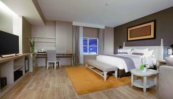 Harper Perintis Makassar - Junior Suite Room Regular Plan