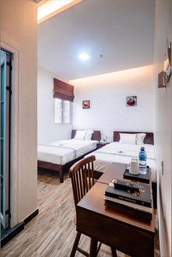 Lee's Hotel Batam - Standard Room  (Window) Regular Plan