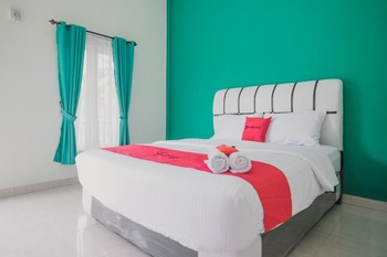 RedDoorz near Royal Prima Hospital Jambi Jambi - RedDoorz Room Basic Deal